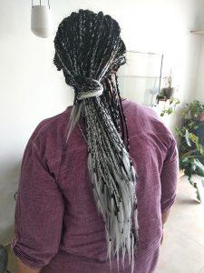 קליעת צמות עם תוספות שיער