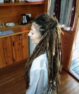 תסרוקת לכלה עם ראסטות ותוספות שיער